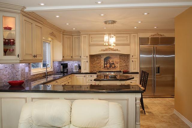 gauč u kuchyně