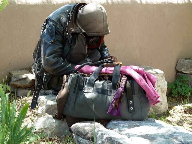 bezdomovec s taškou.jpg